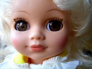 pop blond bruine ogen